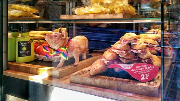 Spain Travel Tips - Bocadillos Oink Specializes in Making Ham And Cheese Rolls