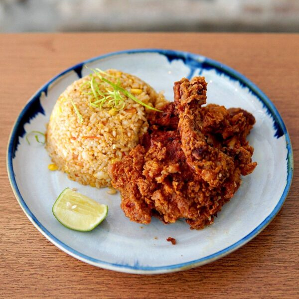 Cheap Places to Eat in Kuala Lumpur - Cafe ETC Offer Healthy Food to Tourists