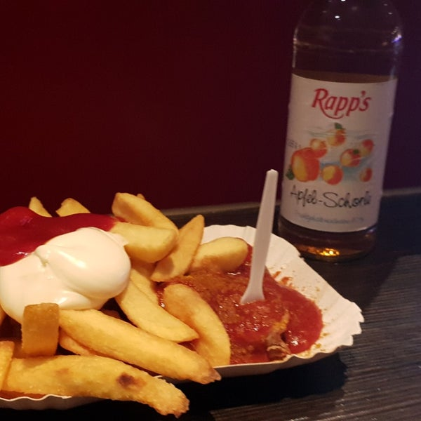 5 Cheap Places to Eat in Frankfurt - Currywurst Taunus 25 Offers Very Nice And Delicious Currywurst