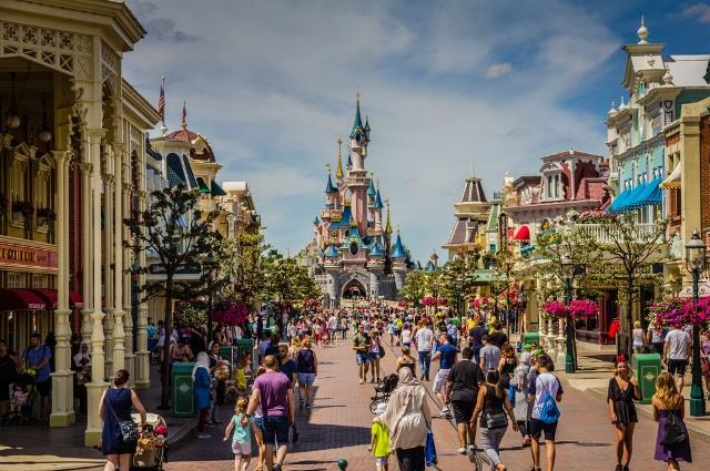 Best Theme Parks - Disneyland Paris is a Disneylands For Both Kids And Adults
