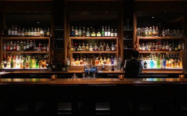 Hawaii Travel Tips - Lewers Lounge is A Classy Waikiki Bar With Low Lighting