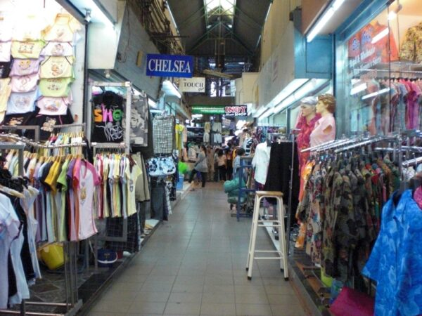 Thailand Shopping Guide - Pratunam Market is Where You Can Buy Clothes From