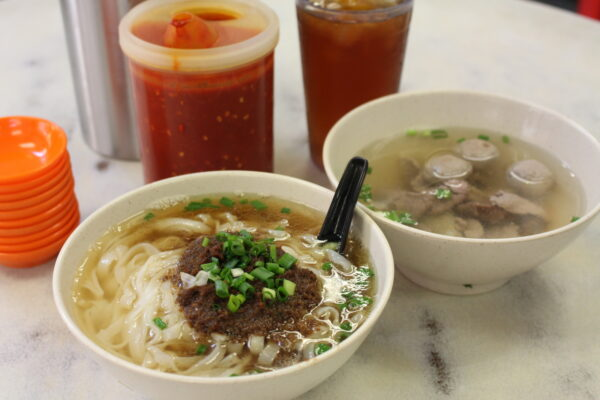 Cheap Food in kl - Sin Kiew Yee Shin Kee Beef Noodles Offers Specialty Soup Comes With Beef Balls