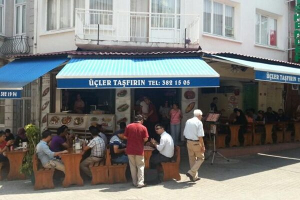 5 Cheap Places to Eat in Istanbul - Tasfirin is A Cheap Place Where Ferries Leave From There