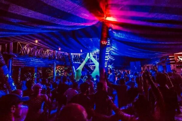 Travel Guide India - Uv Bar Offers Great Time That Visitors Can Experience