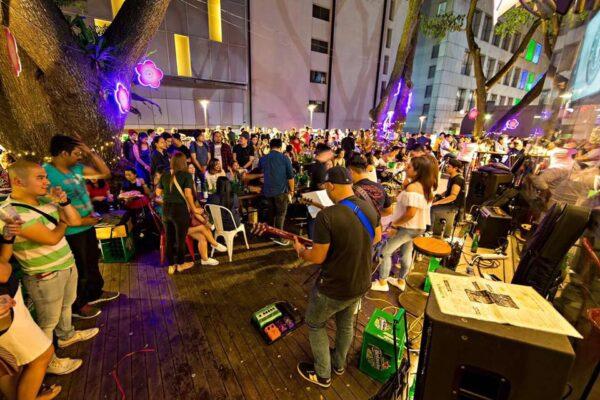 Singapore Nightlife - Al Capone's Ristorante & Bar Has Affordable Deals at Happy Hour