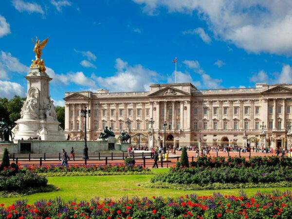 UK Travel Tips - Buckingham Palace is British State's Property And A True Symbol of Britain