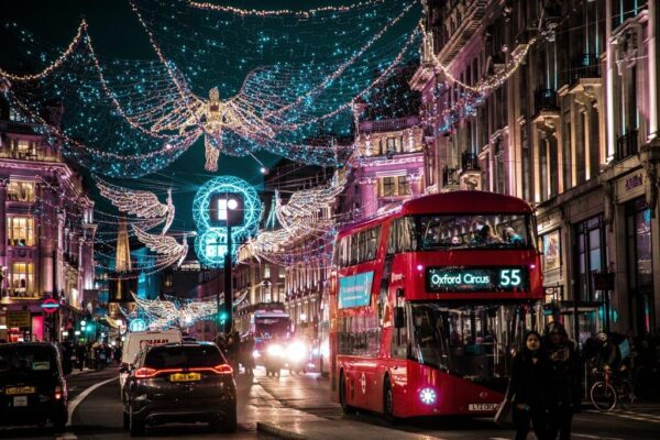 London Sightseeing Guide - Oxford Street Has Many Retailers And High-street Stores