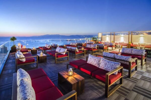 Turkey Travel Tips - Roof is Located in Atatürk Blv Offers Great Music And A Good View