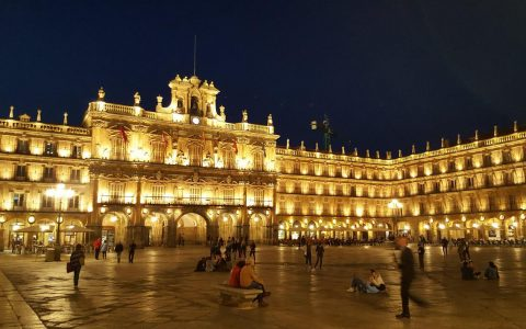 Europe Tourist Attractions - Salamanca's Plaza Mayor Has Cafes As Well As Restaurants