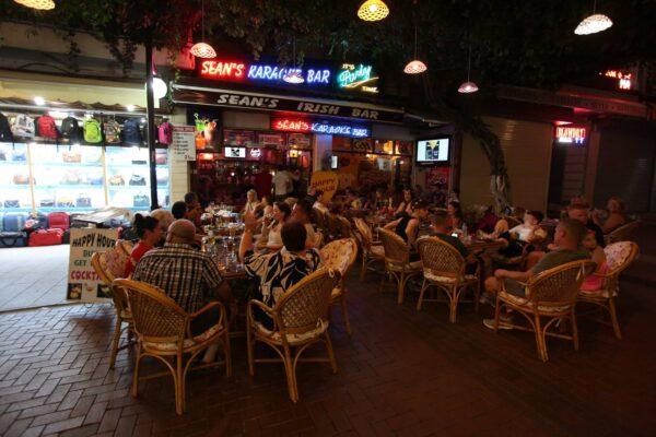 Kusadasi Nightlife - Sean's Karaoke Bar is Found in Kahramanlar Cd Offering Good Entertainment