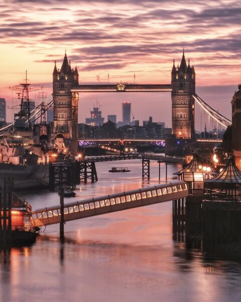 London Sightseeing Guide - Tower Bridge is A Symbol of London And Good For Taking Pictures