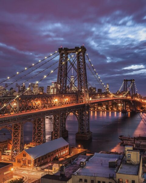 6 Attractions for Tourists in New York - Williamsburg Bridge Offers Beautiful Views of Manhattan