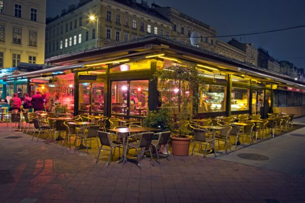 Vienna Food - Cafe Do-An Provides A Wide Variety of Burgers And Sandwiches