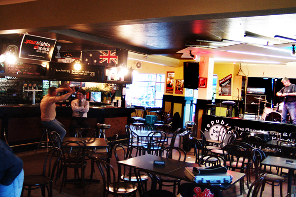 Pubs in Hobart - Republic Bar & Cafe is Friendly And Inviting With Nice Live Music