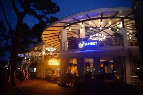 Best Restaurants in Kobuleti - Sunset Kobuleti Offer Good Live Performance