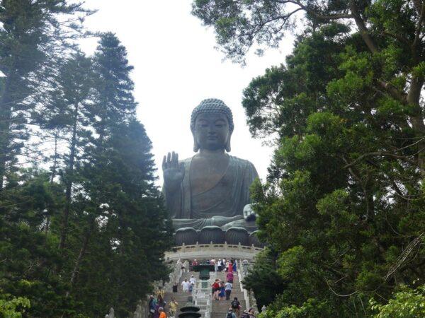 Hong Kong Tourist Spots - Tian Tan Buddha is A 34-meter Buddhist Statue