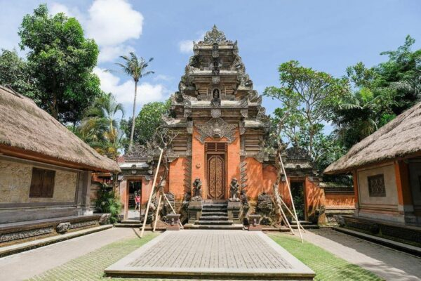 Guide to Bali Tourist Places - Ubud Royal Palace is Known As Puri Saren Ubud Palce