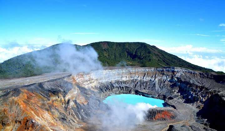 Poas Volcano is located 2,708 meters above sea level in the Poas National Park in Costa Rica