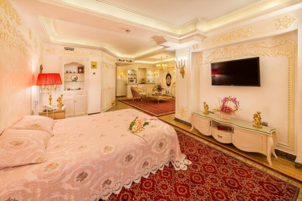 Best Hotels in Mashhad - Ghasr Talaee Hotel is Close to The Imam Reza Holy Shrine