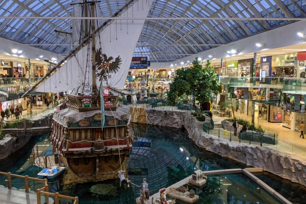 The Largest Shopping Malls in The World - West Edmonton Shopping Mallis Located in Edmonton, Canada