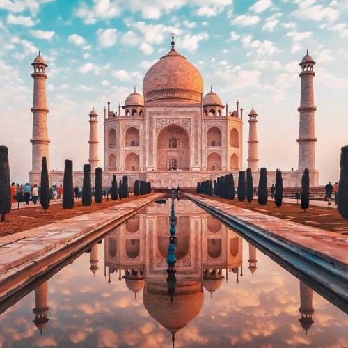 Incredible Facts About Taj Mahal - Features Are That Color of Taj Mahal Changes Throughout The Day