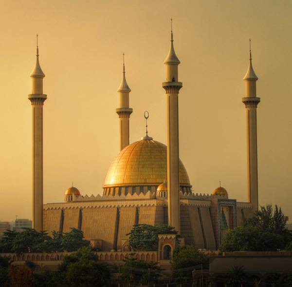 The 10 Most Beautiful Mosques in The World - Abuja National Mosque Has Been Open to Prayers Since 1984