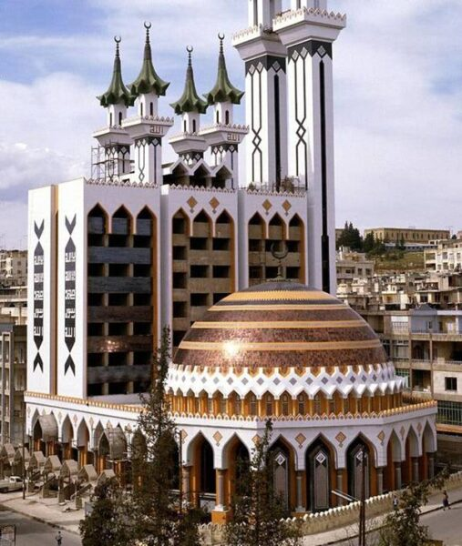 The 10 Most Beautiful Mosques in The World - Al-Rahman Mosque Has Large Rainbow Dome And Six Minarets