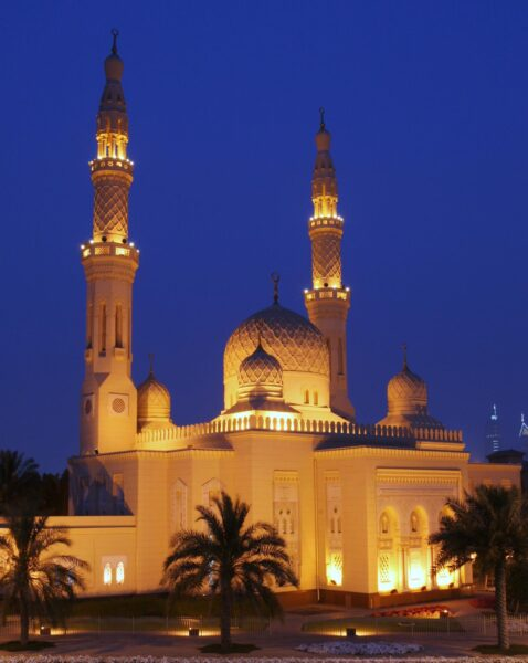 The 10 Most Beautiful Mosques in The World - Jumeirah Mosque in Dubai Has A 16-meter-high Dome