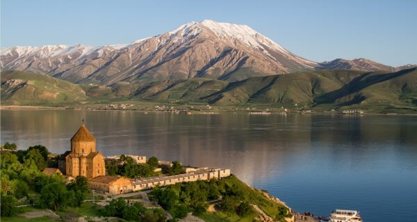 Attractions & Tourist Sights - Lake Van One of Beautiful Nature Attractions