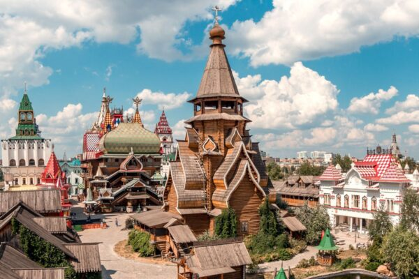 Market in Izmailovo is A Suitable Place For Buying Cheap Goods - Travel Guide Russia