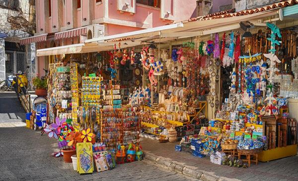Attractions in Izmir - Shopping in Çeşme Happens Saturdays in Alaçatı District