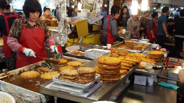 Gwangjang Market - street food in Seoul