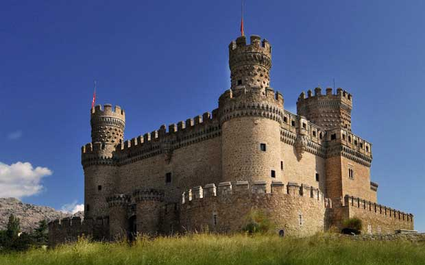 What to Do in Spain - New castle Manzanares el Real Near The Manzanares River