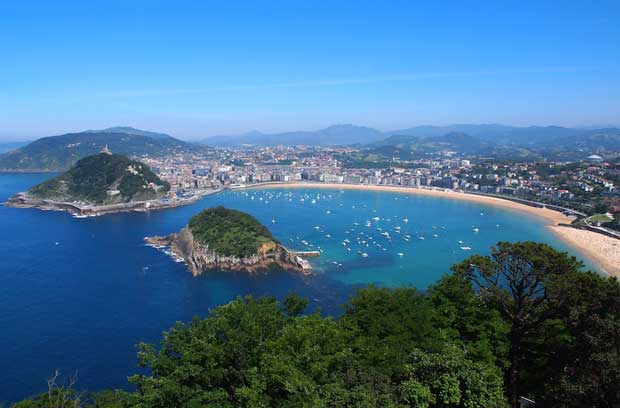 What to Do in Spain - Playa de la Concha The Most Beautiful Coastal City in Europe
