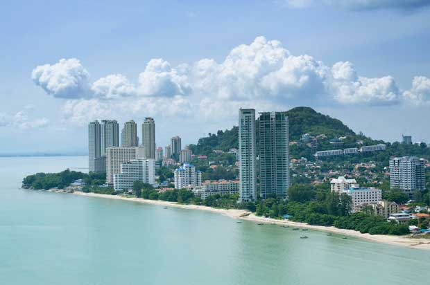 Best Attractions in Penang - Batu Ferringhi Has A Beautiful Beach And The Muka Head Lighthouse