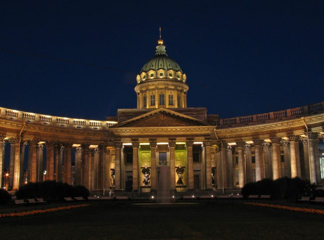 The most beautiful churches in St. Petersburg - Kazan Cathedral Similar to St. Peter's Basilica in Rome