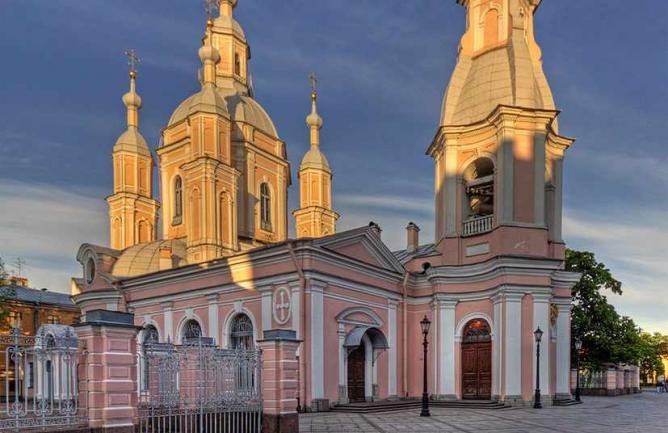 Attractions in Russia - Saint Andrew's Cathedral Build For Apostle Andrew