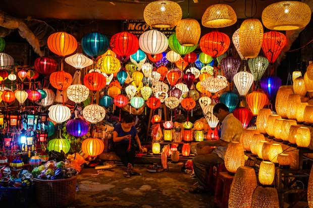 What to Do in Vietnam - Hoi An Night Market A Market to Buy Souvenirs And Paper Lanterns