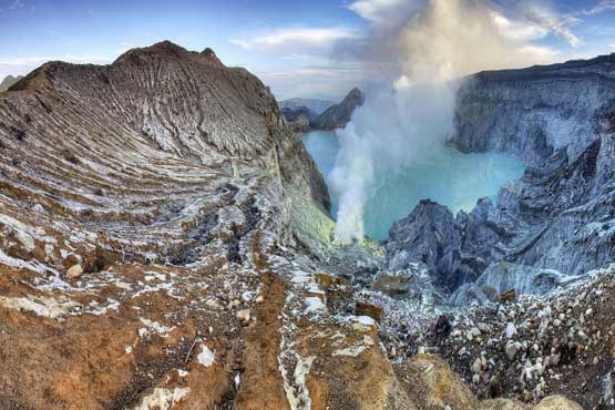 Most Amazing Volcanoes in The World - Ijen Known As Green Crater With Deadly Fumes