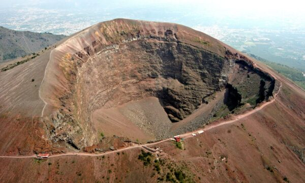 Most Amazing Volcanoes in The World - Mount Vesuvius Has Most Beautiful Scenery in The World