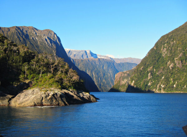 Most Beautiful Landscapes in New Zealand - Fiordland National Park and Milford Sound Has beautiful Waterfalls