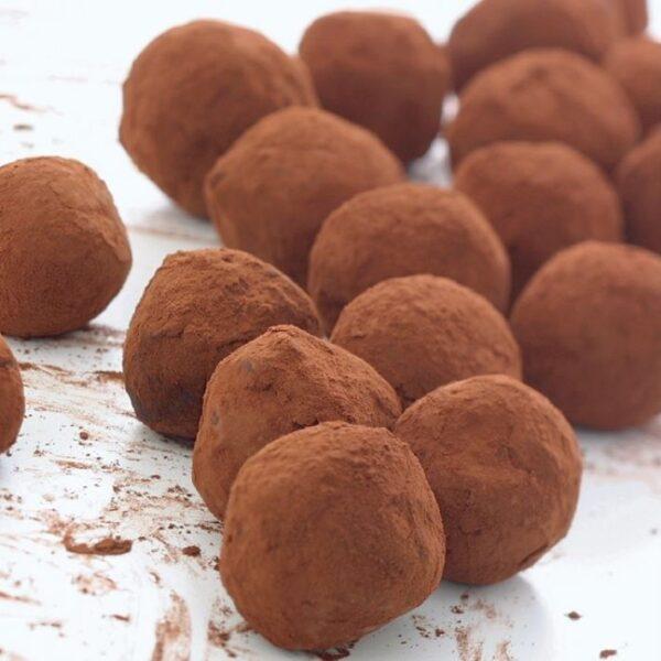 The Best Irish Desserts - Irish Cream Chocolate Truffles Mixed With Bailey's Irish drink