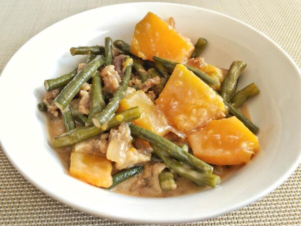 Most Delicious Foods to Eat in Philippines - Ginataang Kalabasa A Dish With Squash And Coconut Milk