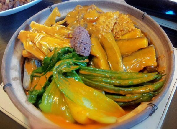 Most Delicious Foods to Eat in Philippines - Kare-Kare Comes With Ox Tail And Bagoong