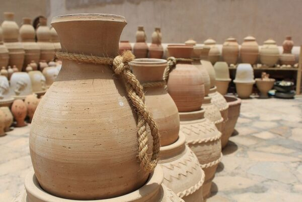 Middle East Travel Guide - Omani clay pots Where Bahla is The Best Place To Get Highest Qualities