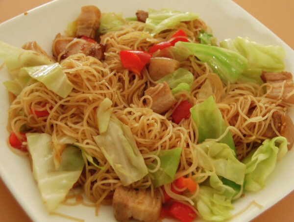 Most Delicious Foods to Eat in Philippines - Pancit Guisado is Noodle With Soy Sauce or Fish Sauce