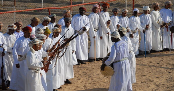 Best Souvenirs to Get in Oman - Traditional Clothes Wear in The Special Ceremonies And Weddings