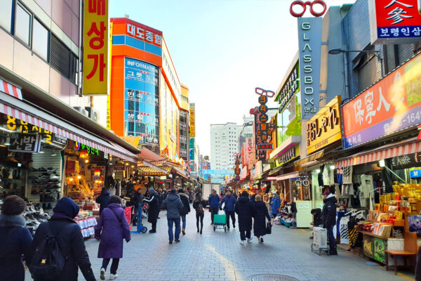 Budget Shopping in Seoul - Dongdaemun Market is Ideal For Getting Cheap Goods