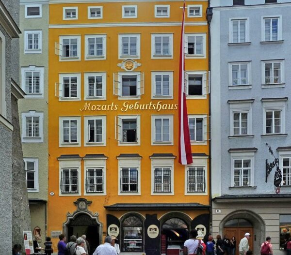 Travel Guide Austria - Mozart's Birthplace Can be Found on Getreidegasse Street